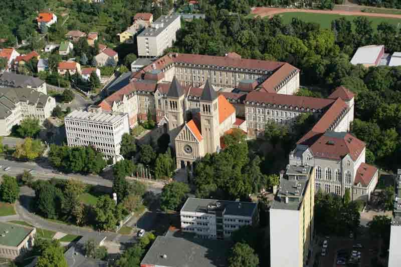 prestigio internacional University of Pécs